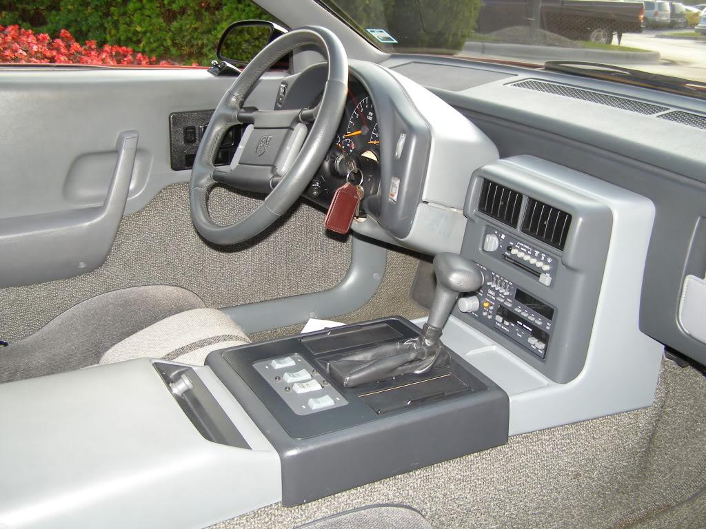 Pontiac Fiero 1989-1990: Interior.